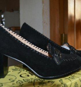 Новые замшевые туфли Gerzedo
