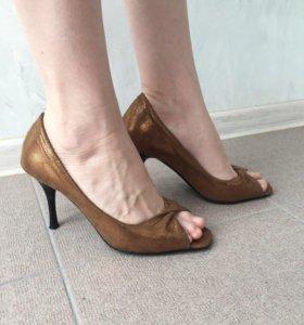 """Туфли """"золотые"""" с открытым носком"""