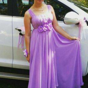 Платье в отличном состоянии,одето один раз .