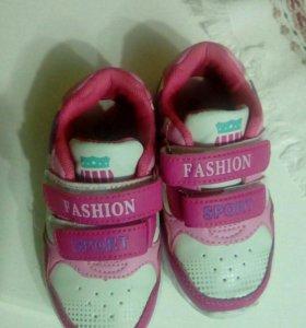 Кроссовки для девочки 1.5-2 года