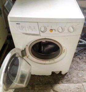Рабочая стиральная машинка Zanussi