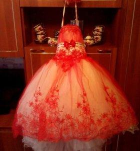 Платье-подиумное