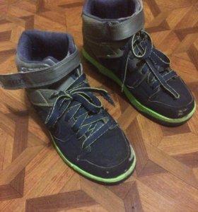 Heelys (ботинки на колёсиках)