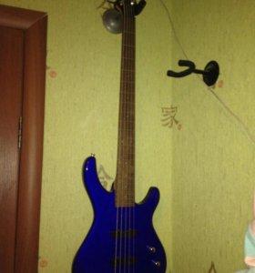 Бас-гитара Fender Squier
