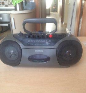 Магнитофон кассетный и радио