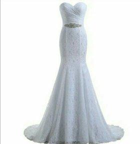 белое свадебное платье со шлейфом