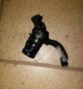 Моторчик насос стеклоомывателя 85330-21010 Toyota