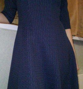 Платье с ремешком.