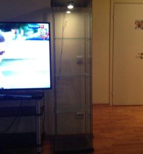 Стеклянная витрина ,и тумба под телевизор