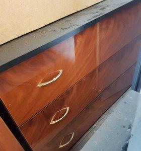 Мебель (шкаф, комод, думбы, полки-ковер в подарок)