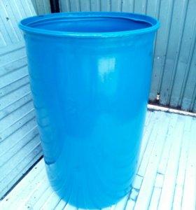 Чистая пластиковая бочка