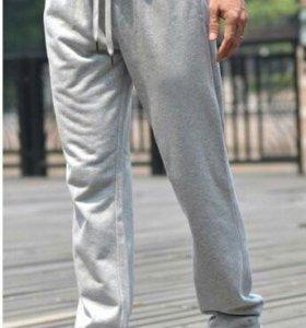 Спортивные брюки.