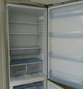 Продам двухкамерный холодильник Индезит
