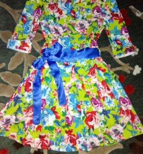 Платье очень красивое. Яркое. Нарядное.