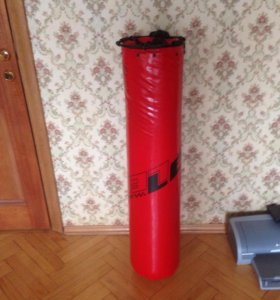 Боксерский мешок (30 кг.) и перчатки