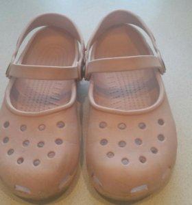 Босоножки Crocs