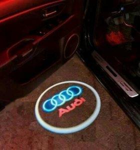 Лазерная проекция логотипа Audi под двери врезная