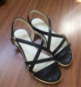 Женские босоножки, сандали