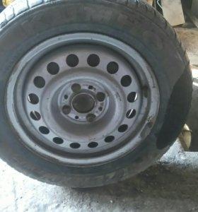 Штампованные колеса с резиной на 14.