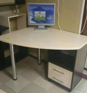 Современные письменные и компьютерные столы