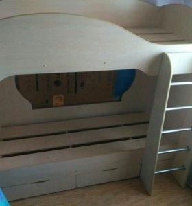 Кровать двухъярусная.