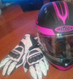 Мото шлем и мото перчатки.