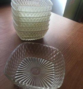 Набор стеклянных тарелочек