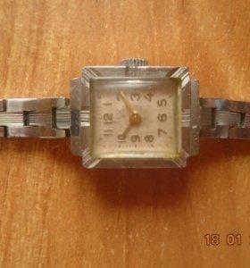 Часы Луч СССР винтаж женские