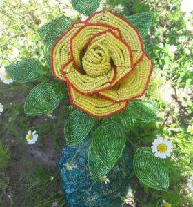 роза на подставке из бисера