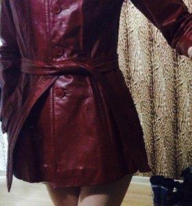 Новая кожаная куртка р.40-42