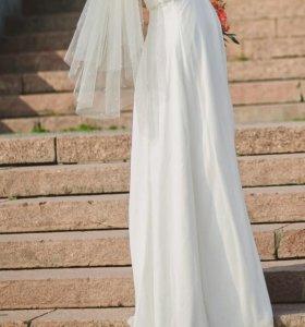 Свадебное платье в отличном состоянии размер 42-46