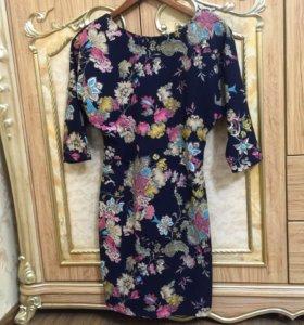 Темно синее платье с цветочным принтом🌸
