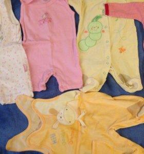 Пакет одежды для новорождённого. В хорошем состаян