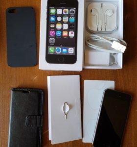 Айфон 5s + 2 чехла