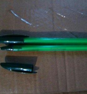 Ручка с зелёным стержнем