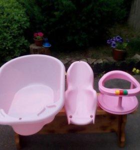 Ванночка, горка и стульчик для купания.
