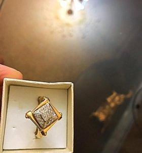 Золотое кольцо с бриллиантами пирамида