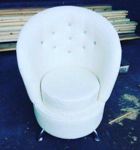 Мебельные кресла