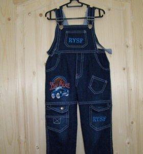 Модные джинсы-комбинезон