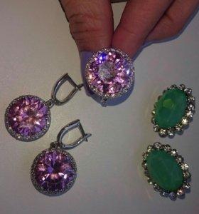 Комплект украшений. Зелёные клипсы в подарок