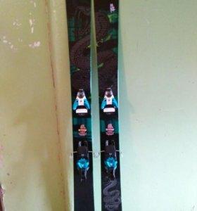Лыжи горные K2 PETTITOR с креплениями Salomon