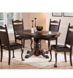 Стильный стол и стулья'