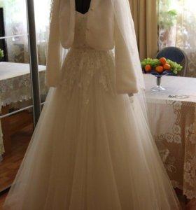 Свадебное платье, шубка, туфли, фата