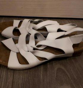 Новые женские сандалии. Кожа. Р 37