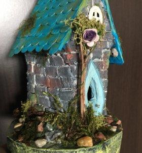 Декоративный домик гнома.