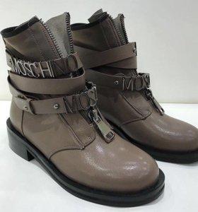 Ботинки в стиле Moschino