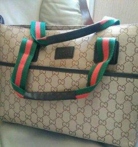Вместительная и стильная сумка Гуччи Gucci