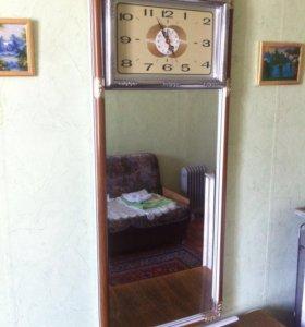 Зеркало с часами