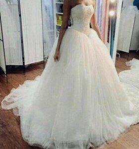 Пышное платье с кружевным корсетом