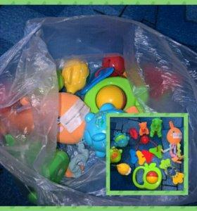 Два пакета игрушек